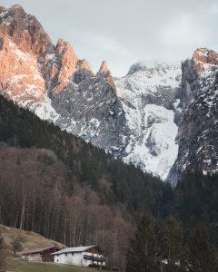 Eine Hütte in den Bergen