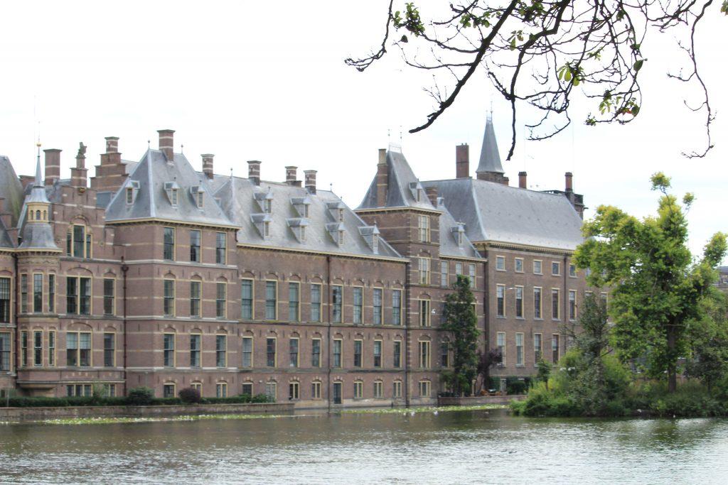 Eines der beeindruckenden Gebäude Den Haags