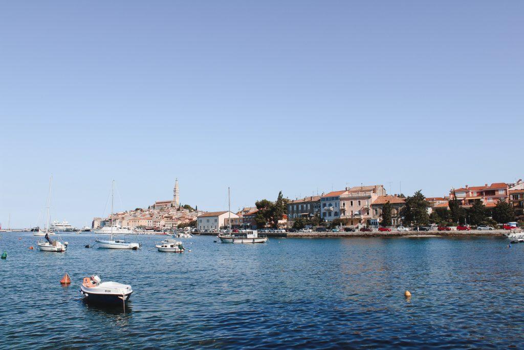 Aussicht auf die Halbinsel der Stadt Rovinj in Istrien