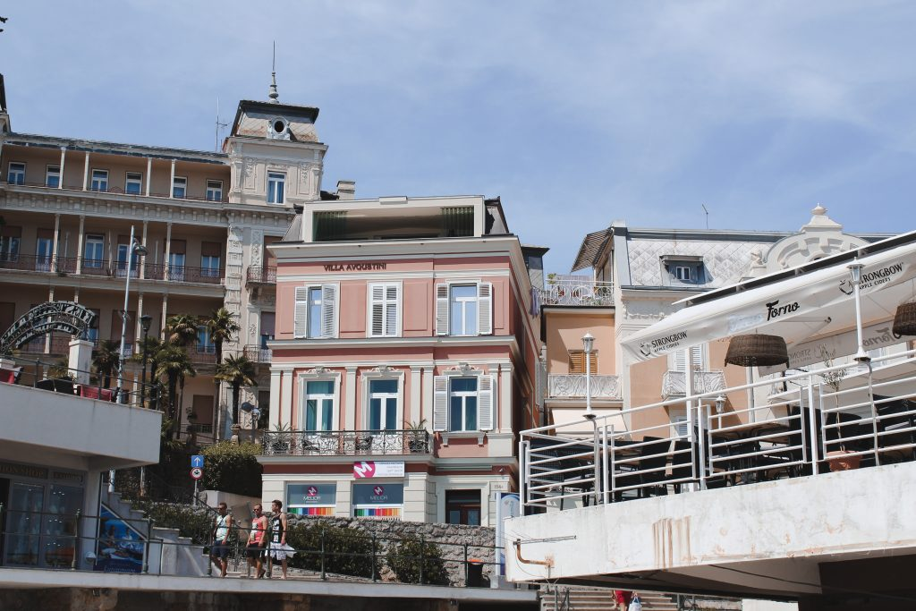 Häuser in Opatija direkt am Meer